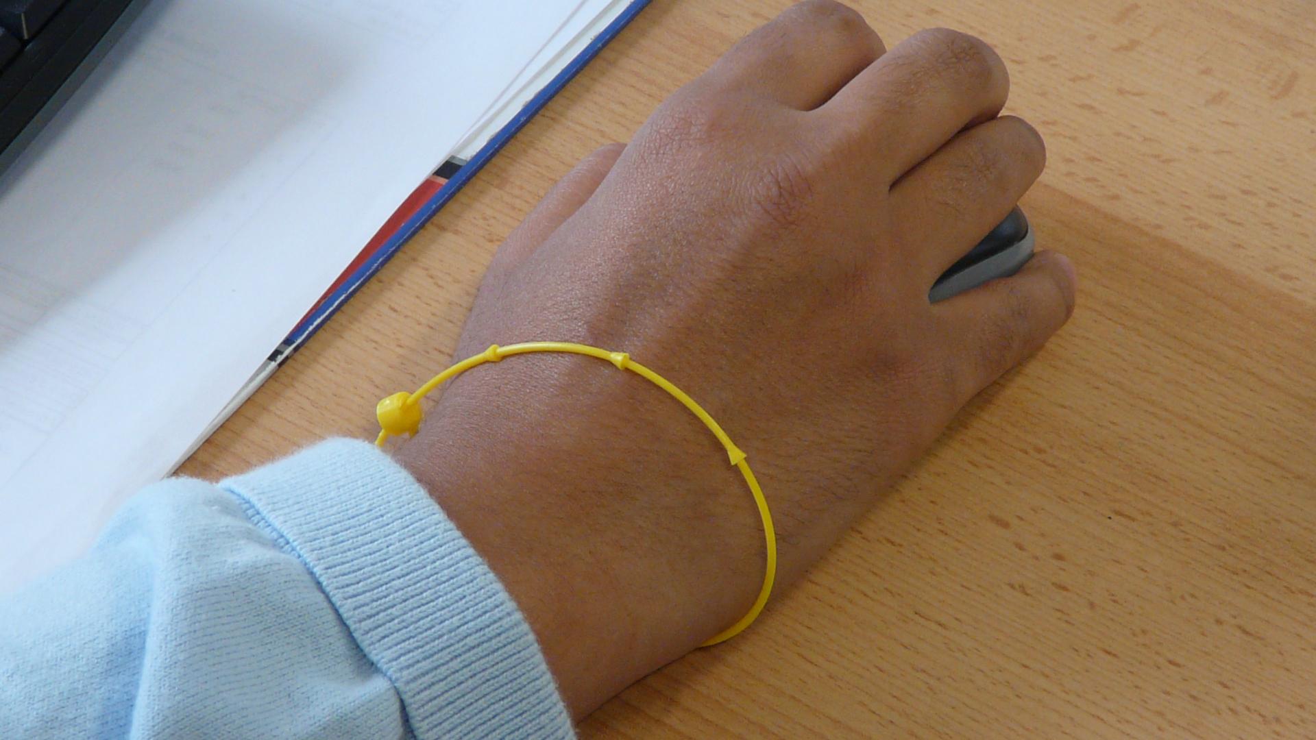 Le bracelet d'identification plastique… Ou l'essentiel