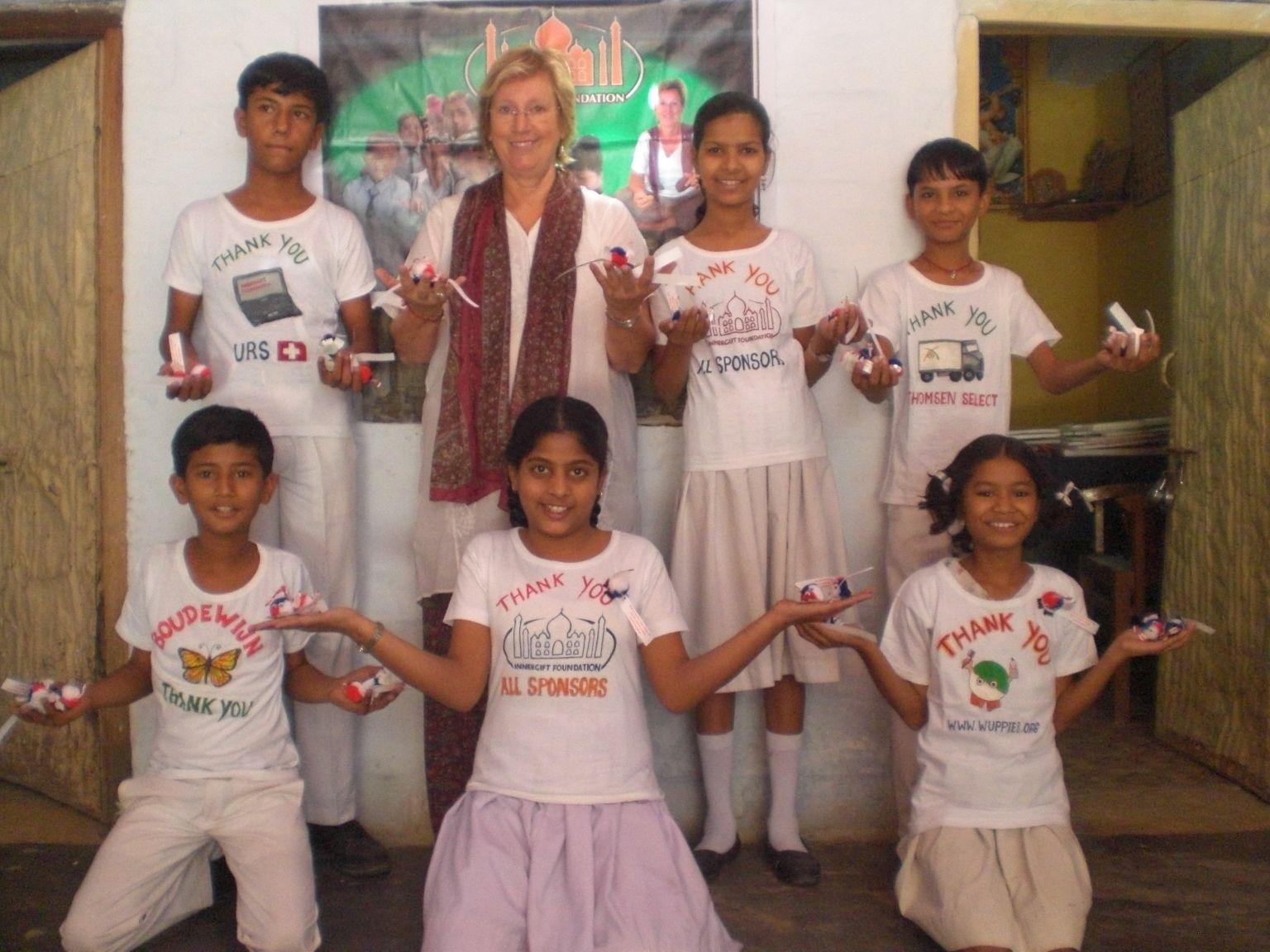 Le winnie à l'aide d'Innergift pour les enfants Indiens.