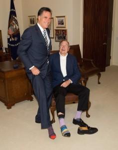 Mitt-Romney-chaussette-George-Bush-pere-anniversaire