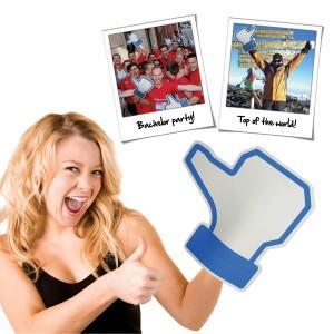 Après les mains gonflables, le gant Like Facebook