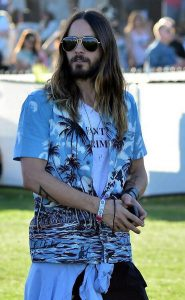 Festival-de-Coachella-2014-mythiques-bracelets-d-identification-Jared-Leto