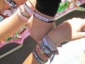 festival-de-Coachella-2014-mythiques-bracelets-d-identification-2