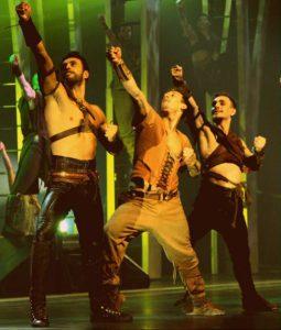 Conquise par Robin des bois et ses tatouages... temporaires-danseurs (1)
