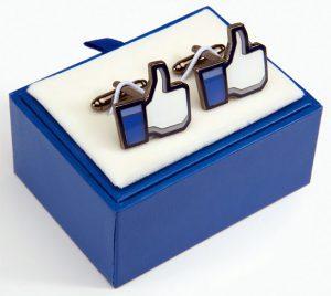 Les goodies Facebook et twitter pour les geeks-boutons-de-manchettes-Facebook