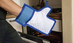 Les goodies Facebook et twitter pour les geeks-mug-facebook-manique-FB