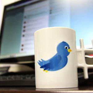 Les goodies Facebook et twitter pour les geeks-mug-twitter