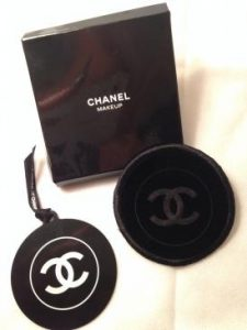 Goodies-girly-le-miroir-de-poche-personnalisable-au-top-miroir-Chanel