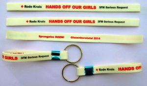 Les-bracelets-silicone-Hands-off-our-girls-on -leve-des-fonds-4