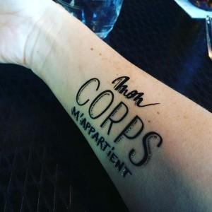 Les-tatouages-temporaires-symboles-de-la-campagne-du-droit-a-l-IVG -6