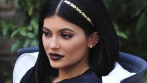 Hair-tattoo-la-nouvelle-folie-des-tatouages-capillaires-Kylie-Jenner