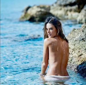 Les-tatouages-temporaires-dorés-d-Alessandra-Ambrosio-7