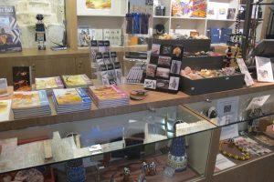 Les-boutiques-de-musée-mine-d-or-en-goodies-1-musee-Angouleme-jpg