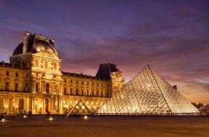 Les-boutiques-de-musée-mine-d-or-en-goodies-1--set-de-table-Le-Louvre-jpg